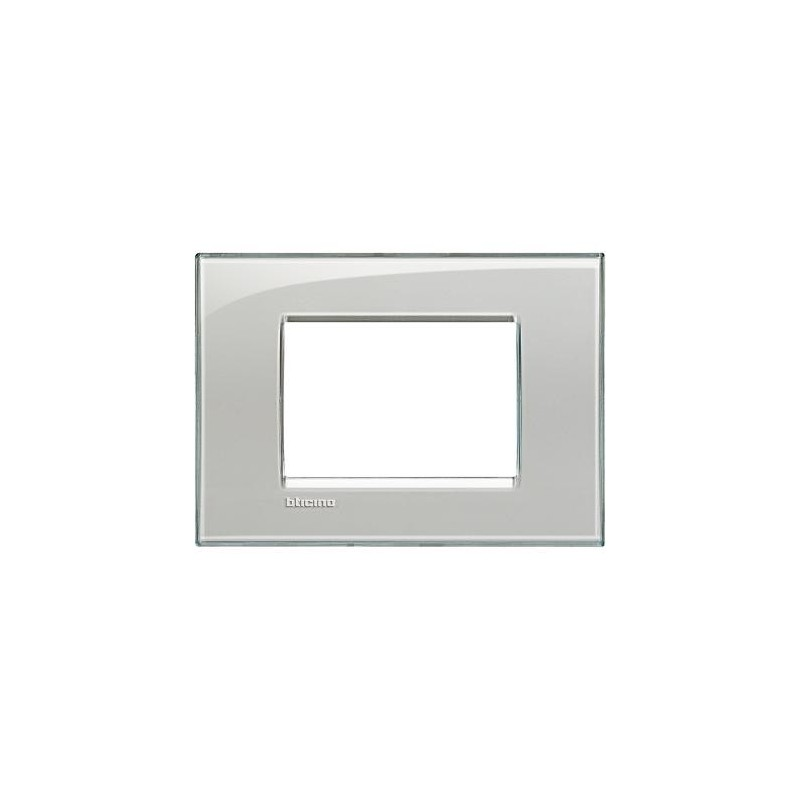 Placche bticino livinglight, color grigio ghiaccio, costruita in tecnopolimero, finitura Kristall, forma quadra.