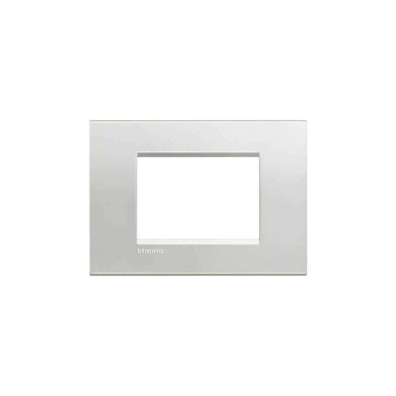 Placche Living Light Bticino in Metallo, Finitura Naturalia, 3 Moduli, forma quadrata rettangolare, prezzo vendita online.