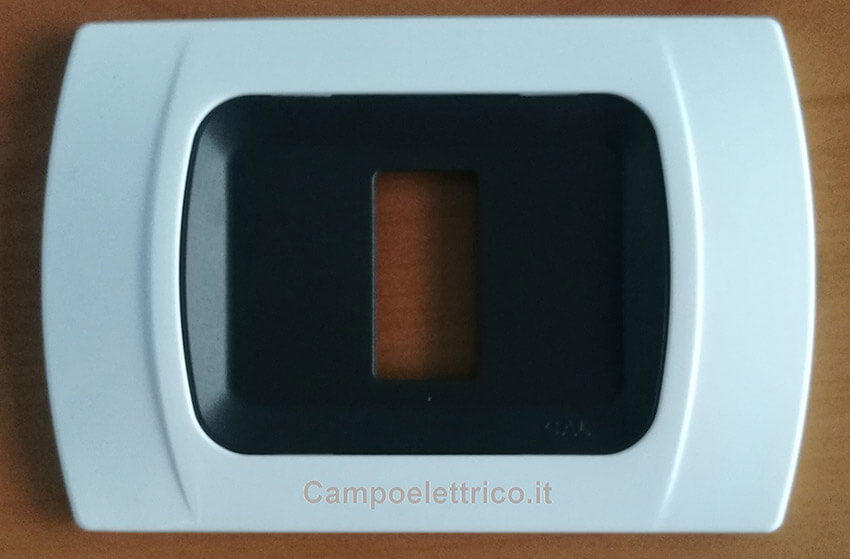 placca-bianco-compatibili-ticino-magic-1