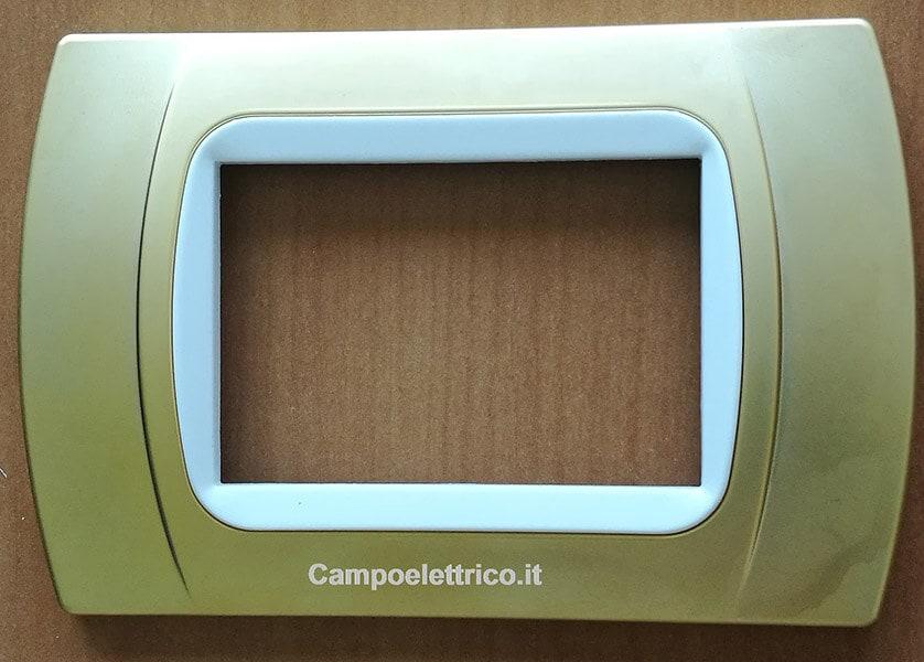 placca 3 posti con anello interno bianco compatibile con b ticino